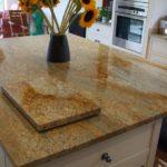 stoleshnica-iz-granita-kashmir-gold-1.jpg